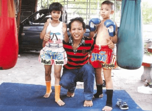 Pet Jee Jaa O. Mee Khun - Muay Thai Fighter - More Photo- Teep