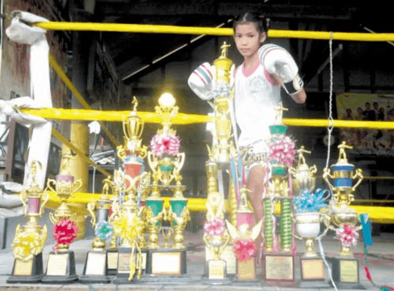 Pet Jee Jaa O. Mee Khun - The Muay Thai Girl Who Fights Boys