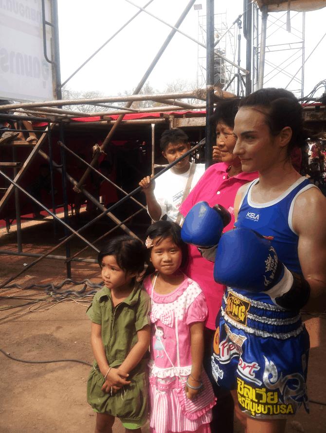Thai Girls Backstage - Muay Thai Isaan - Sylvie von Duuglas-Ittu