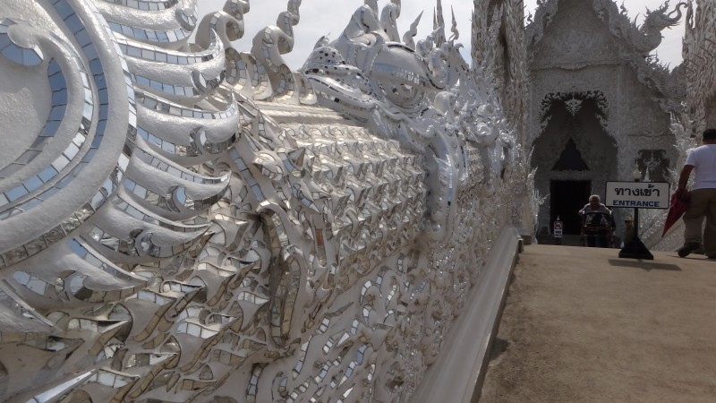 Temple Naga - Wat Rong Khun The White Temple
