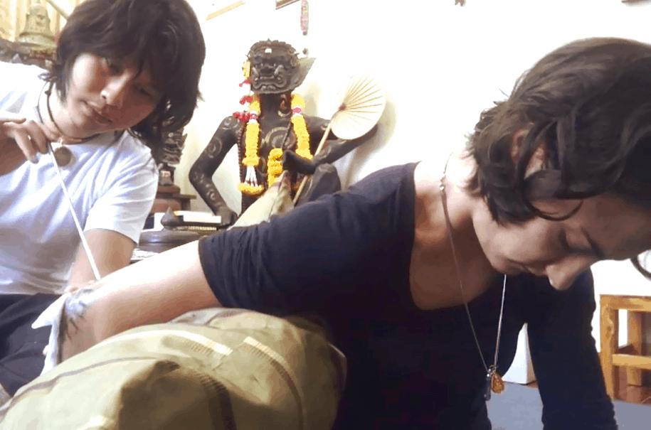 Arjanpi Bangkating - sak yant - Chiang Mai - Sylvie von Duuglas-Ittu muay thai