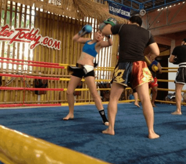 Emma Thomas - Muay Thai