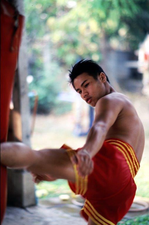 Lanna Muay Thai - Help a Champion Recover - Kicking