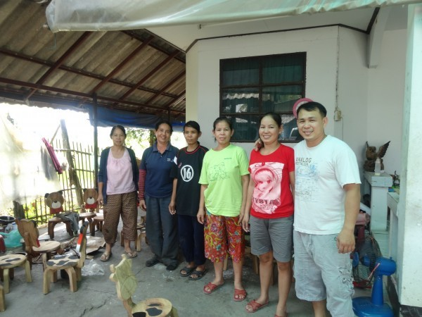 Daeng and his Family - Hang Dong Handicrafts - Chiang Mai Thailand