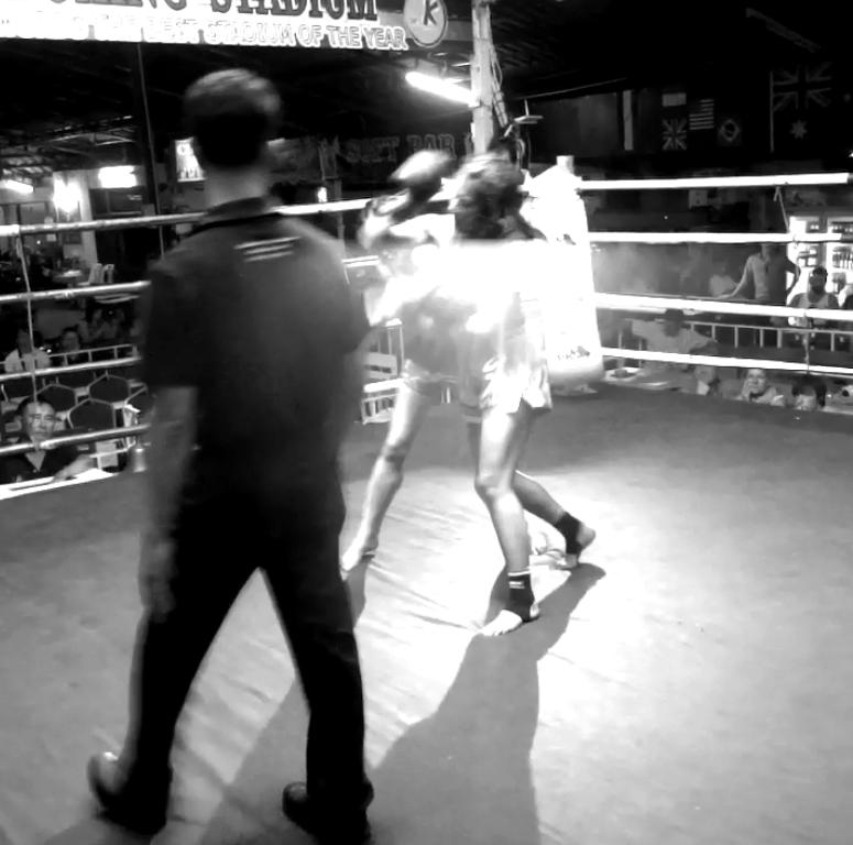Gwangtong Phetriantong vs Sylvie von Duuglas-Ittu - Thapae Stadium - throw