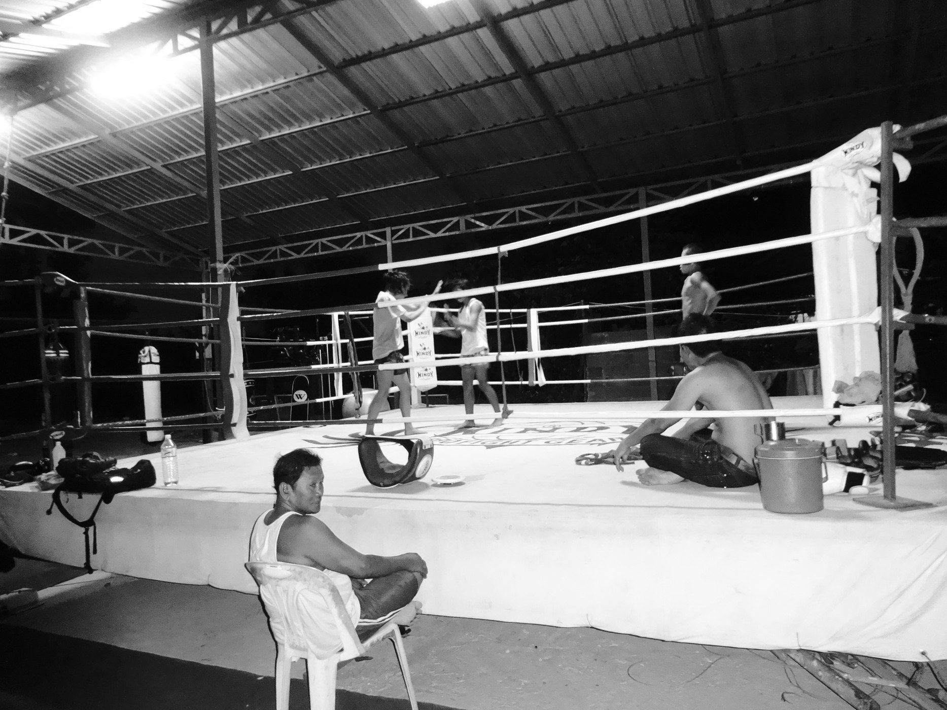 Late Night Clinching with PhetJee Jaa - O Meekhun Gym