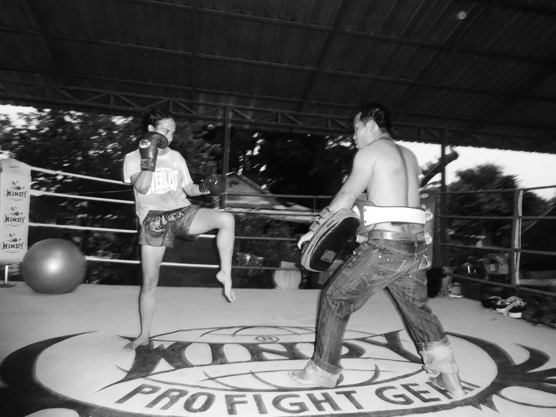 Sylvie on Pads - Preparing for Kick - O Meekhun Pattaya