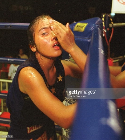 Rangsit Stadium - May 2000 - female fighter between rounds