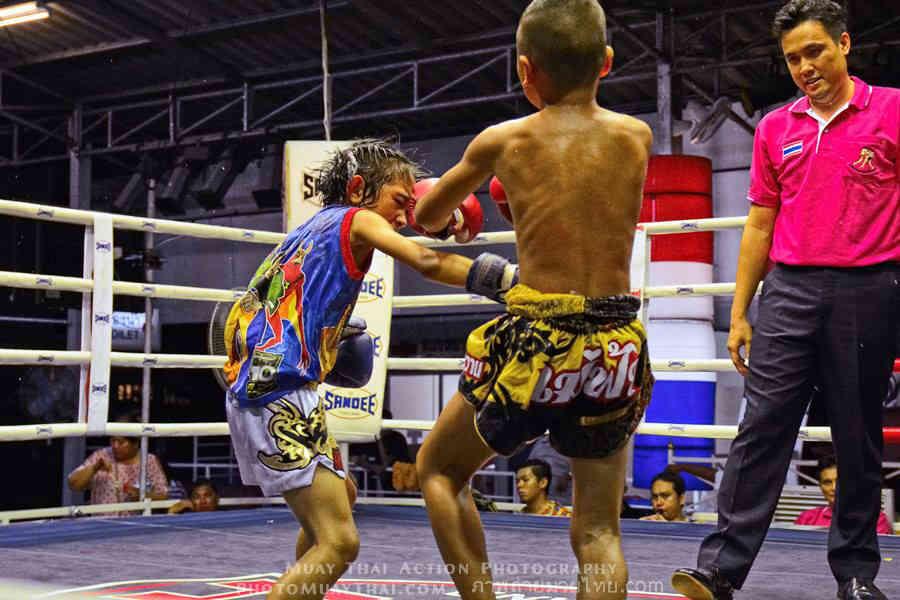 PhetJing Jang vs Gartoon - Boy vs Girl Fight Muay Thai - punch-w1400