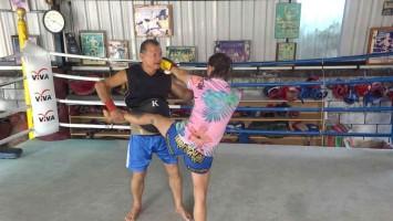 Arjan Surat - Dejrat Gym in Bangkok - Sylvie von Duuglas-Ittu