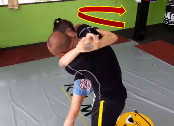 Counter to the Over-Under Muay Thai Clinch Position