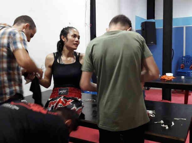 Angie katheoy muay thai fighter