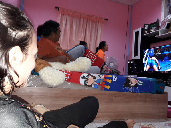 watching-tv-with-lookboonmee
