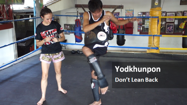 dont-lean-back-on-your-muay-thai-knee-yodkhunpon