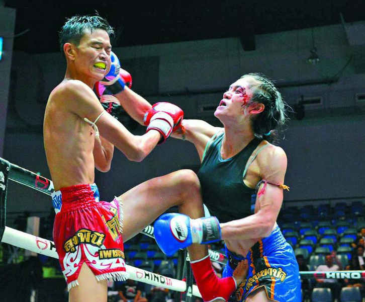 Angie Petchrungruang trans fighter lumpinee 4