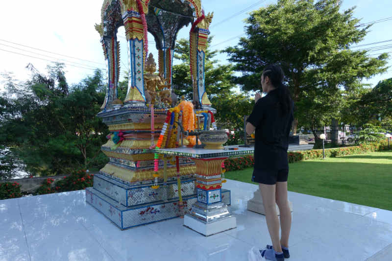 Angie Petchrungruang - Transgender Fighter At Lumpinee - shrine